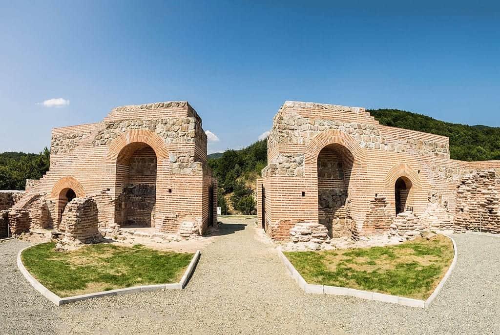 Bulgaria - Gates of Trajan Castle - Wikimedia