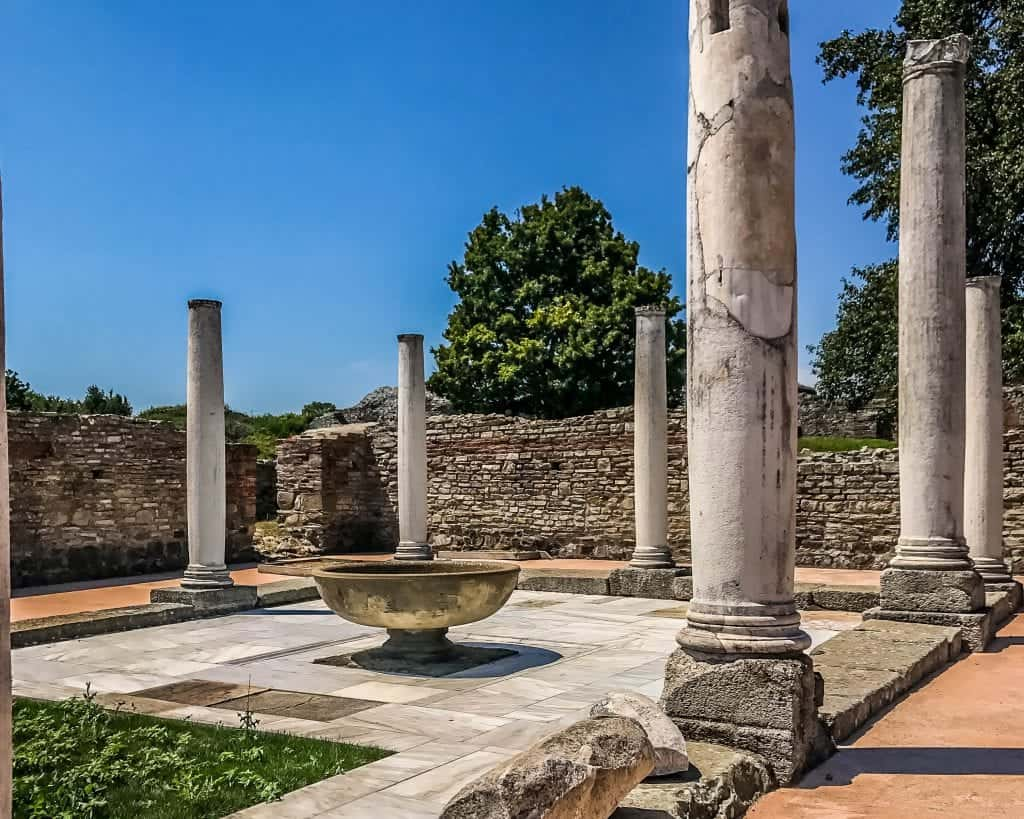 Serbia - Gamzigrad - Roman Columns