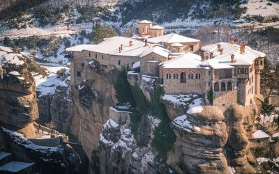 25 Snowy Photos of Meteora in Winter to Inspire Your Visit