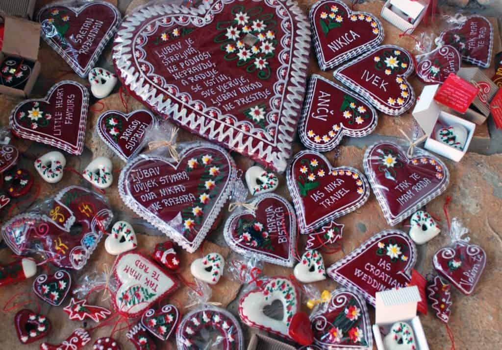 Croatia - Licitar Hearts - Wikimedia Commons