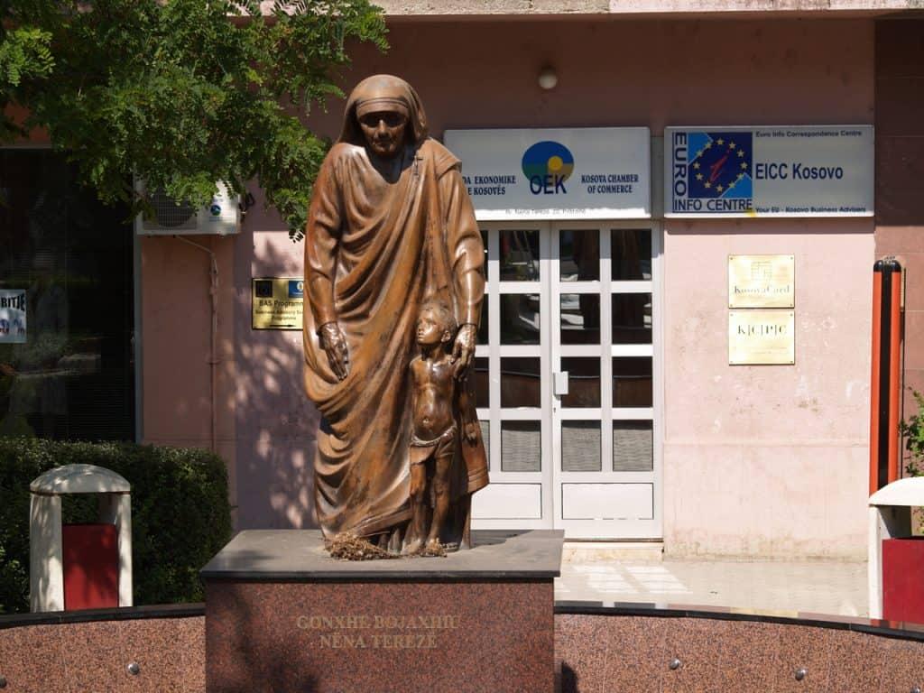 Kosovo - Pristina - Mother Teresa Statue - Wikimedia Commons