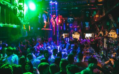 Santorini Nightlife Guide: 15 Best Tavernas, Bars & Clubs in Santorini