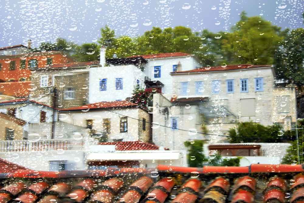 greece - hysea - Blurry image of traditional houses on a rainy day, Hydra island, Greece.