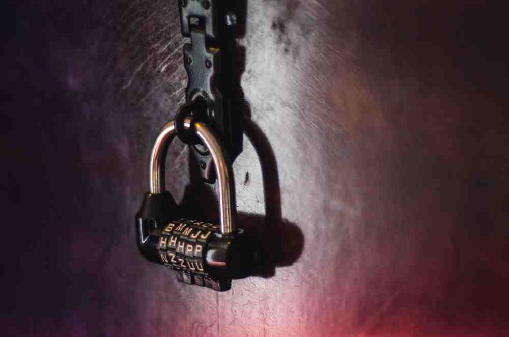 remoania - Vintage Combination lock in a Quest Escape Room